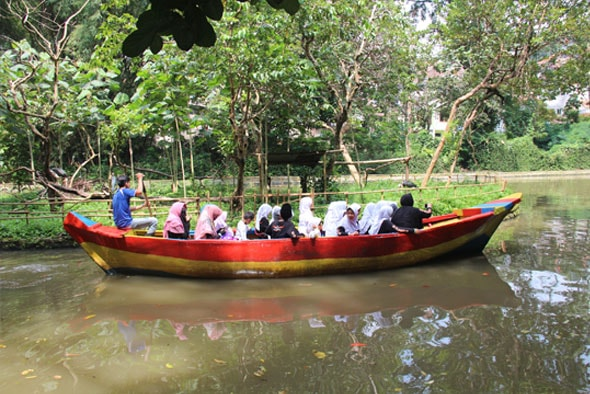 kolam perahu kebun binatang bandung