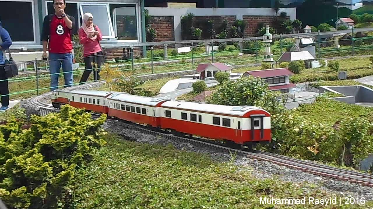 miniatur kereta api floating market lembang