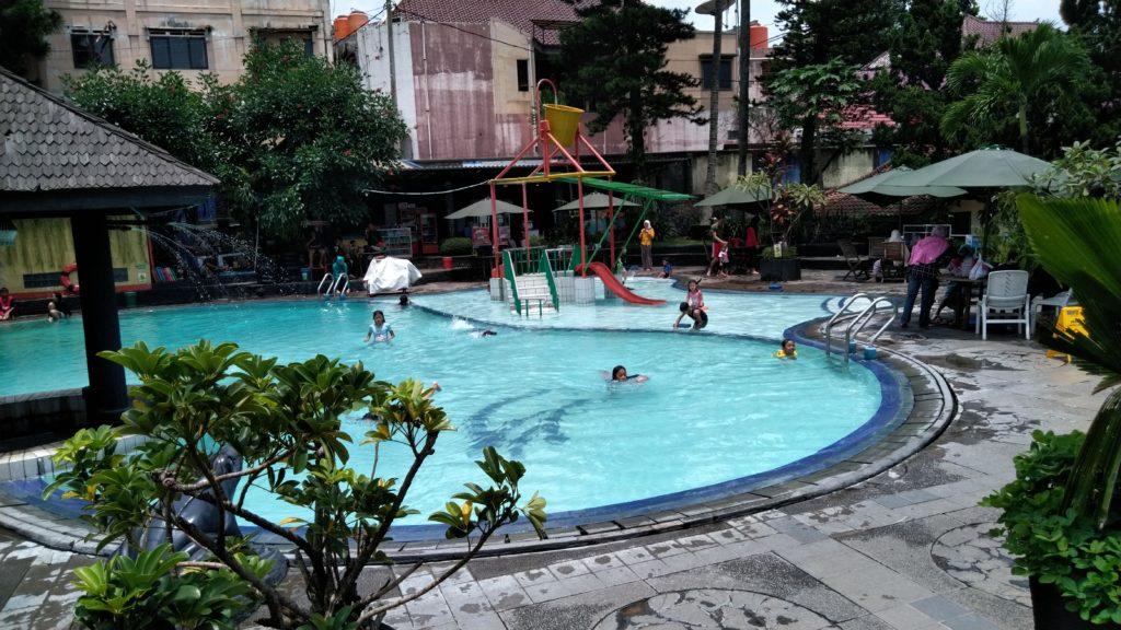 hotel kolam renang karang setra