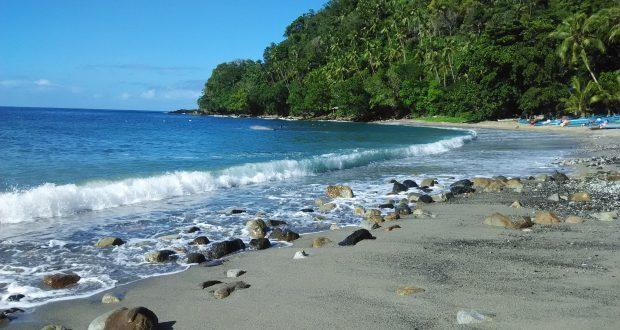 gambar foto pantai hukurila asri