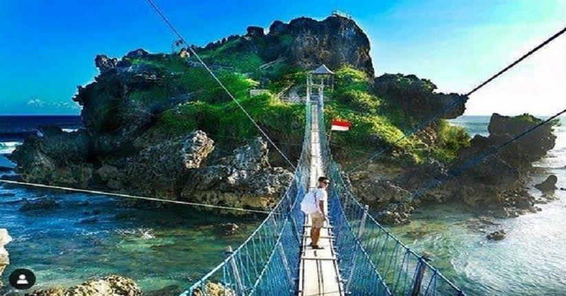 jalur trekking jembatan pantai nglambor