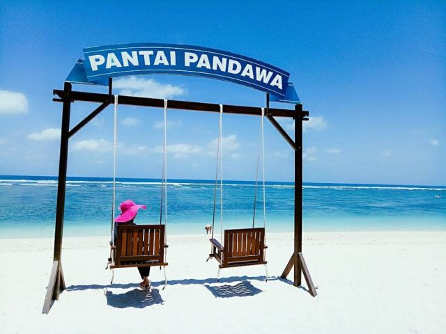 spot foto selfie pantai pandawa