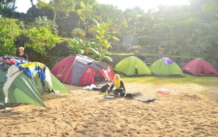 wisata camping pantai sadranan