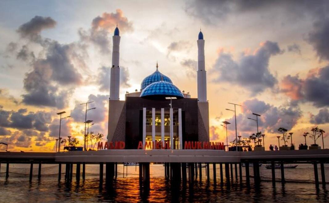 wisata masjid terapung pantai losari