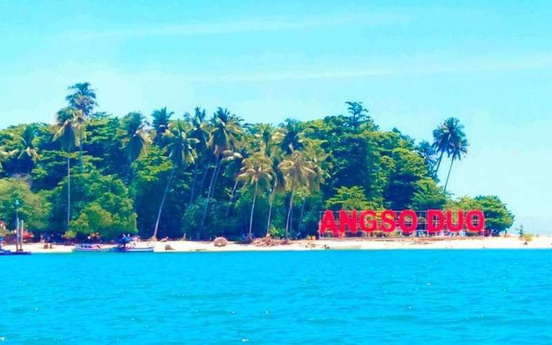 wisata pantai angso duo di sumbar