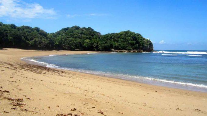 wisata pantai bantol di malang