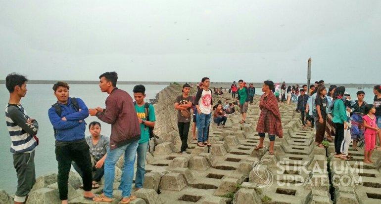wisata pantai batu bintang cipatuguran di sukabumi
