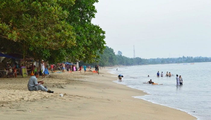 wisata pantai carita