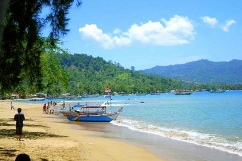 wisata pantai caroline bungus di sumatera barat