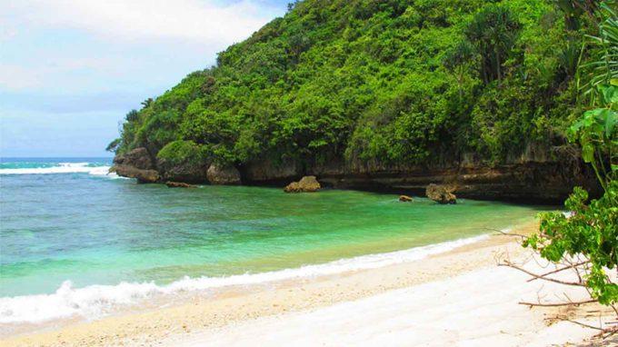 wisata pantai clungup di jatim