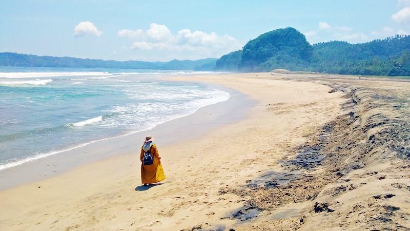 wisata pantai dlodo tulungagung
