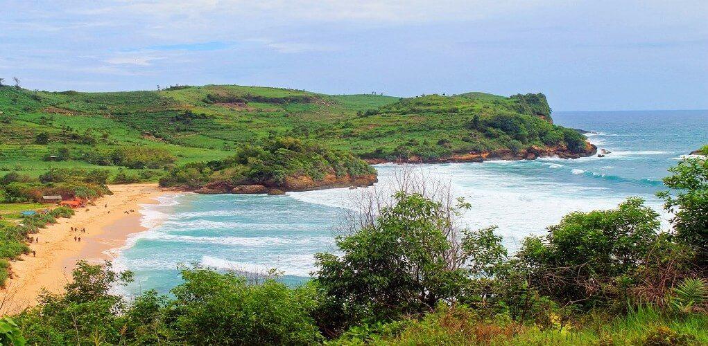 wisata pantai gondo mayit