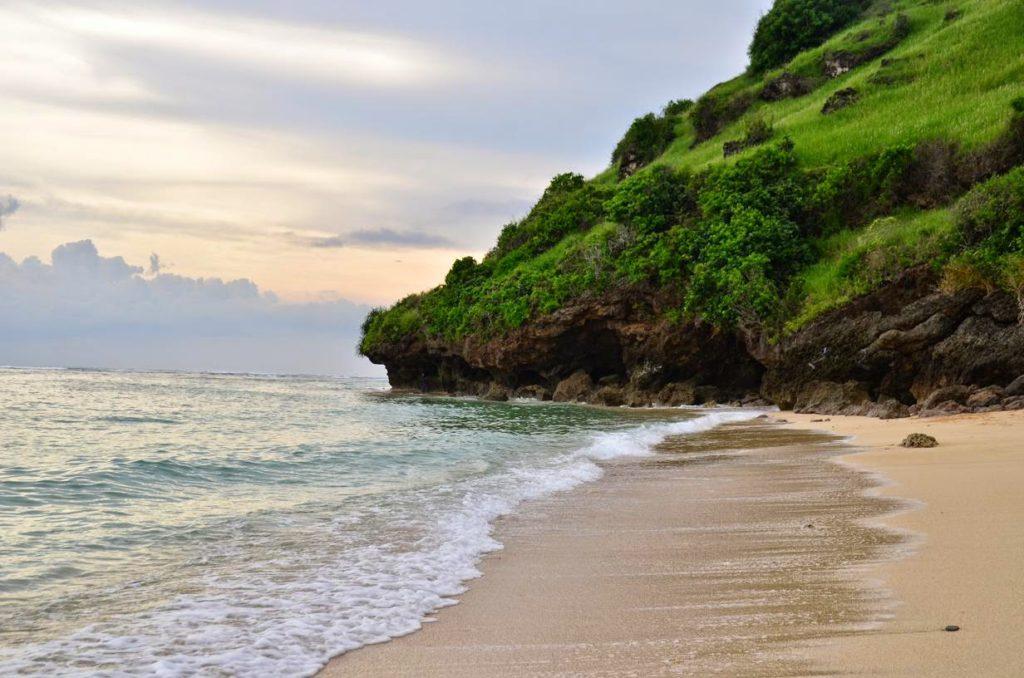 wisata pantai gunung payung