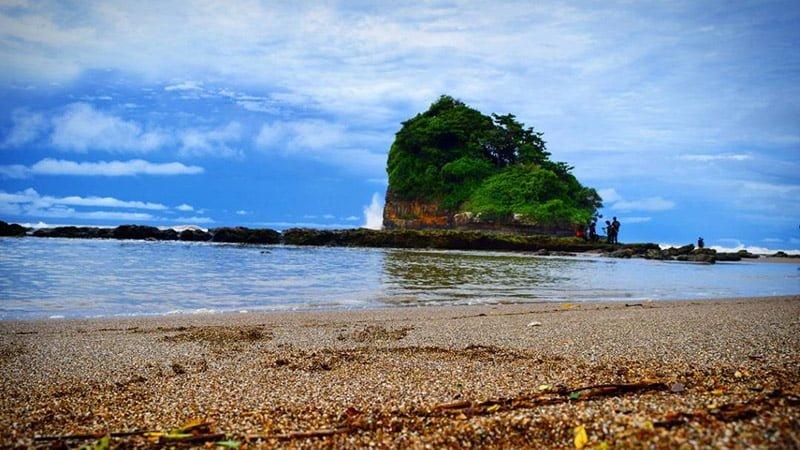wisata pantai jelangkung di jatim