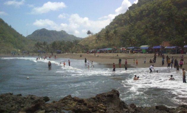 wisata pantai karang bolong kebumen