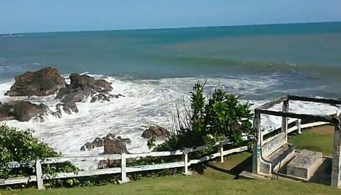 wisata pantai karang tawulag di jabar