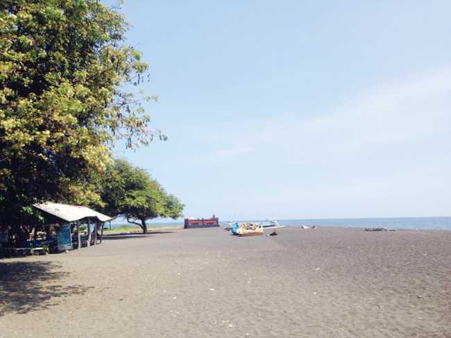 wisata pantai kerobokan di singaraja bali