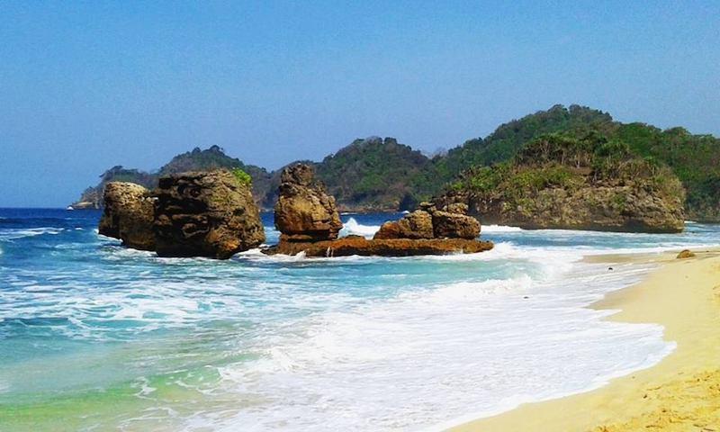wisata pantai kondang merak di malang