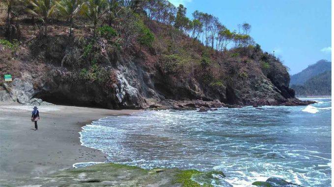 wisata pantai lampon kebumen
