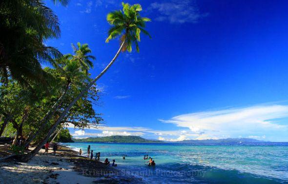 wisata pantai lawena di maluku