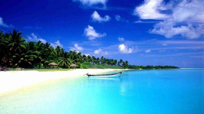 wisata pantai liang di maluku