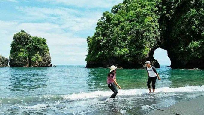 wisata pantai licin di jatim