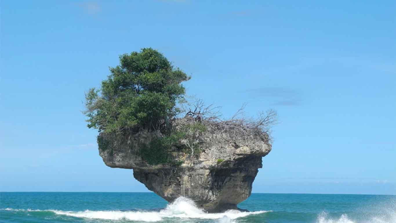 wisata pantai madasari di jabar