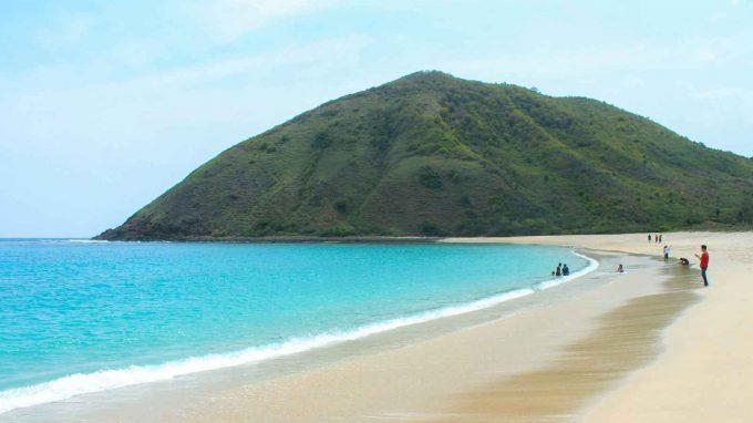 wisata pantai mawun di lombok