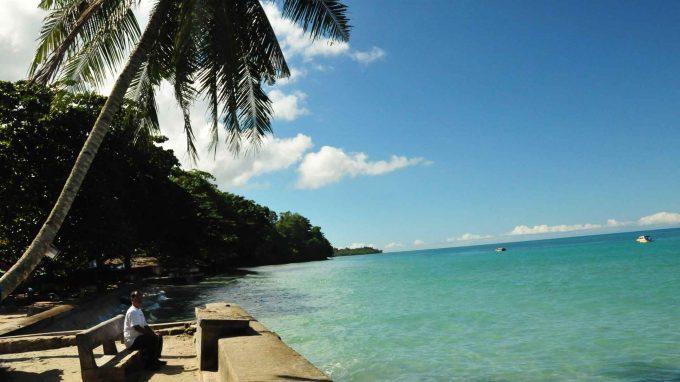 wisata pantai natsepa di maluku