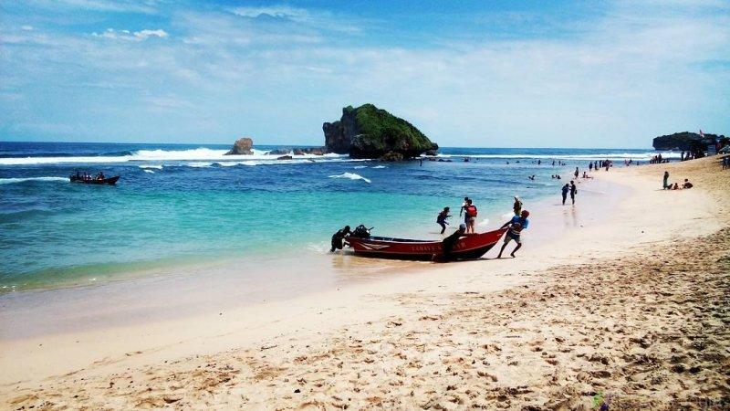 wisata pantai ngandong di gunung kidul