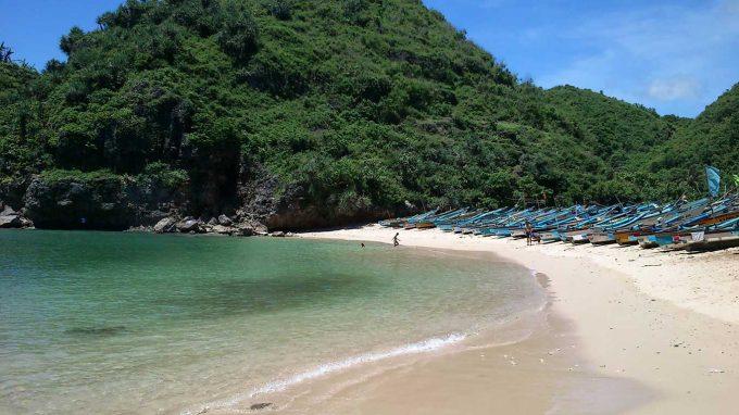 wisata pantai ngrenehan di jogja