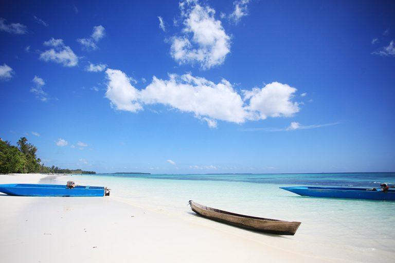 wisata pantai ngursarnadan di maluku