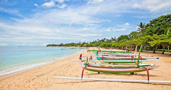 wisata pantai nusa dua di badung bali