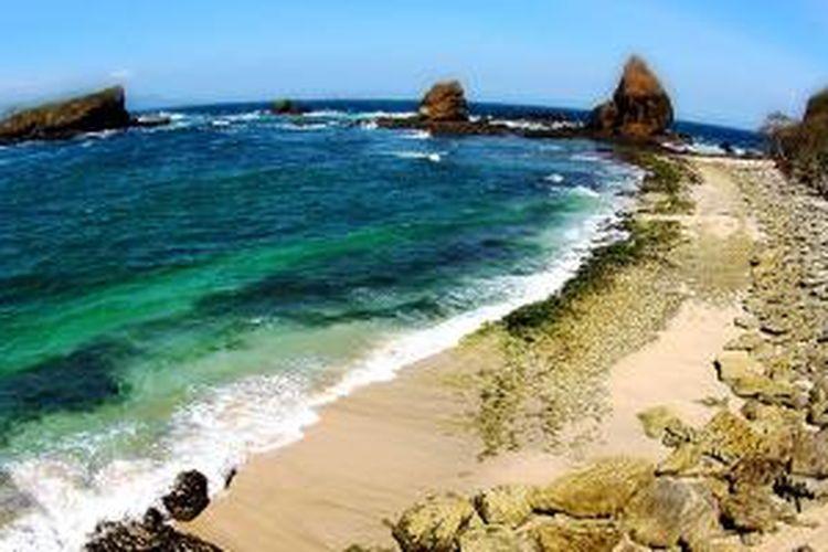 wisata pantai papuma di jatim
