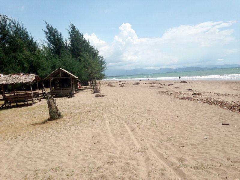 wisata pantai pasir jambak di sumbar