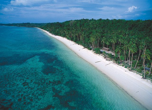 wisata pantai pasir panjang ngurbloat di maluku