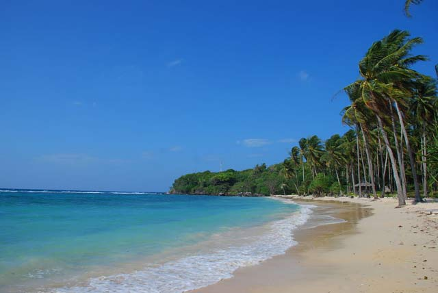 wisata pantai pasir putih cemara papua