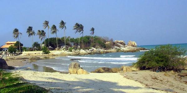wisata pantai pasir putih parai tenggiri