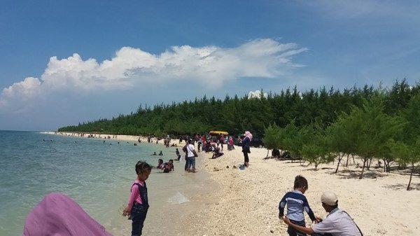 wisata pantai pasir putih remen tuban