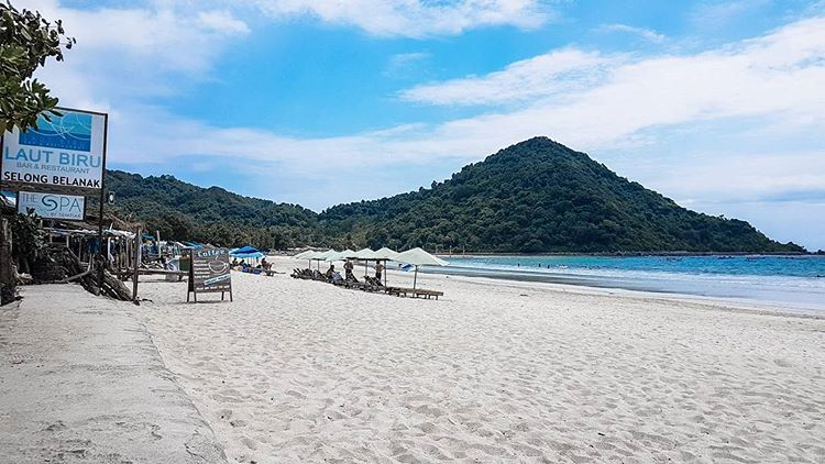 wisata pantai pasir putih selong belanak