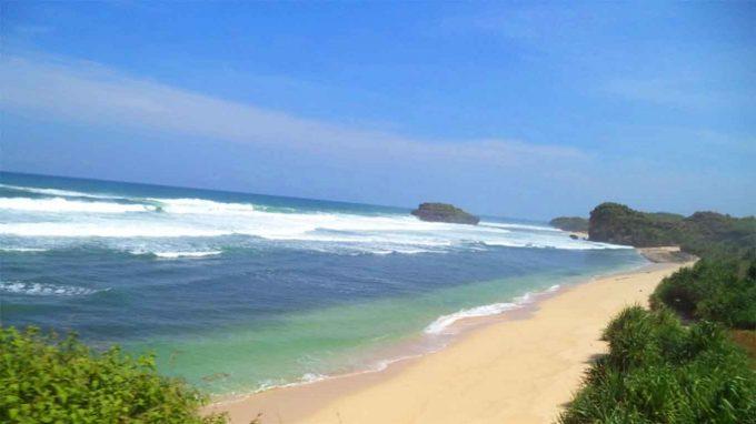 wisata pantai pasir putih watukarung pacitan