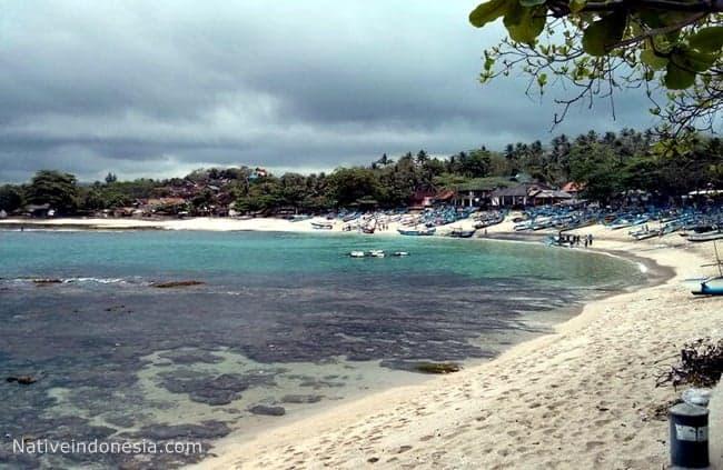 wisata pantai rancabuaya di jabar