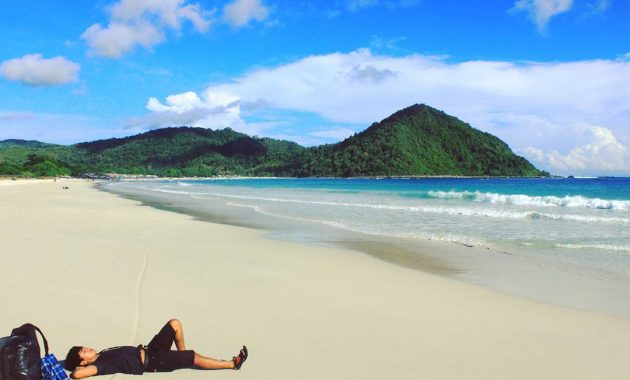 wisata pantai selong belanak di lombok