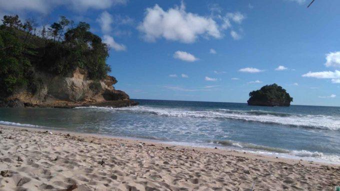 wisata pantai sioro tulungagung