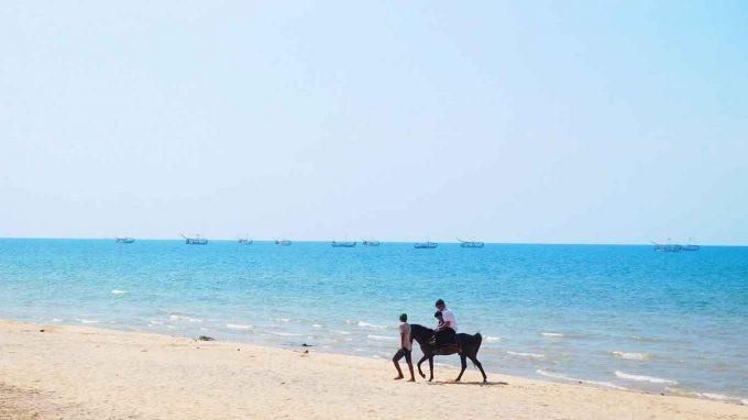 wisata pantai slopeng di jatim