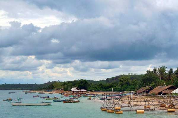 wisata pantai teluk ekas di lombok