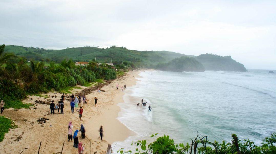 wisata pantai terbaik di indonesia