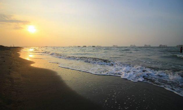 wisata pantai tirang di semarang