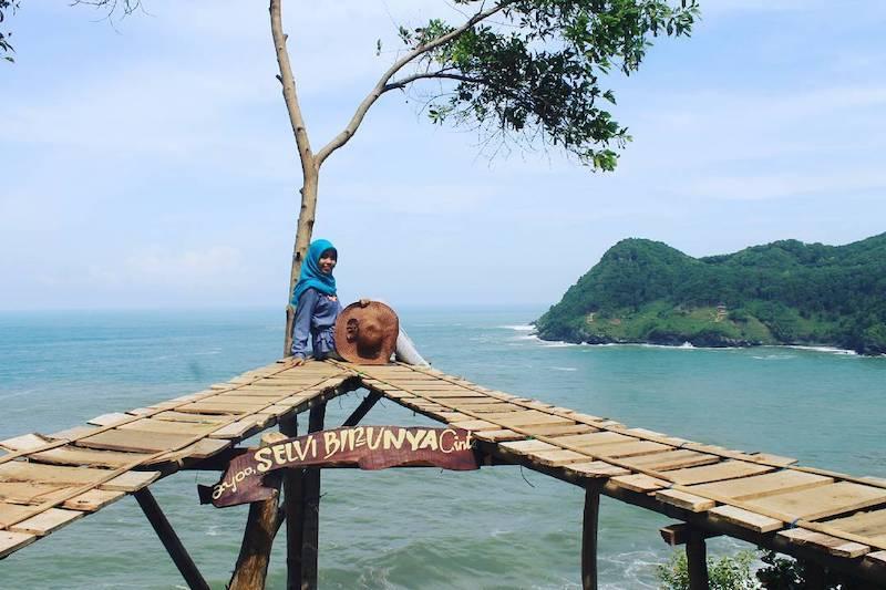 wisata pantai watu bale kebumen