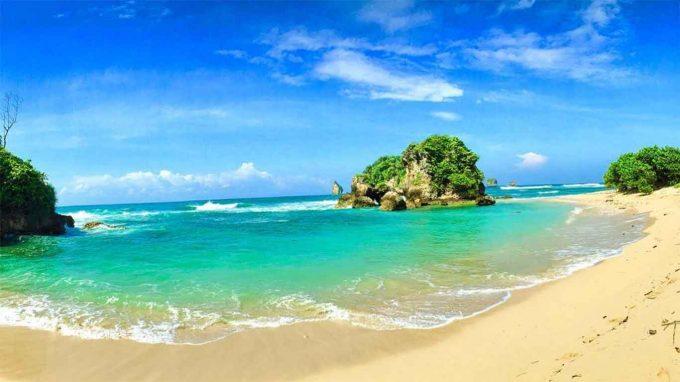 wisata pantai watu leter di malang
